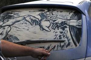 Lukisan Yang Mengesankan Di Kaca Mobil Yang Berdebu [ www.BlogApaAja.com ]